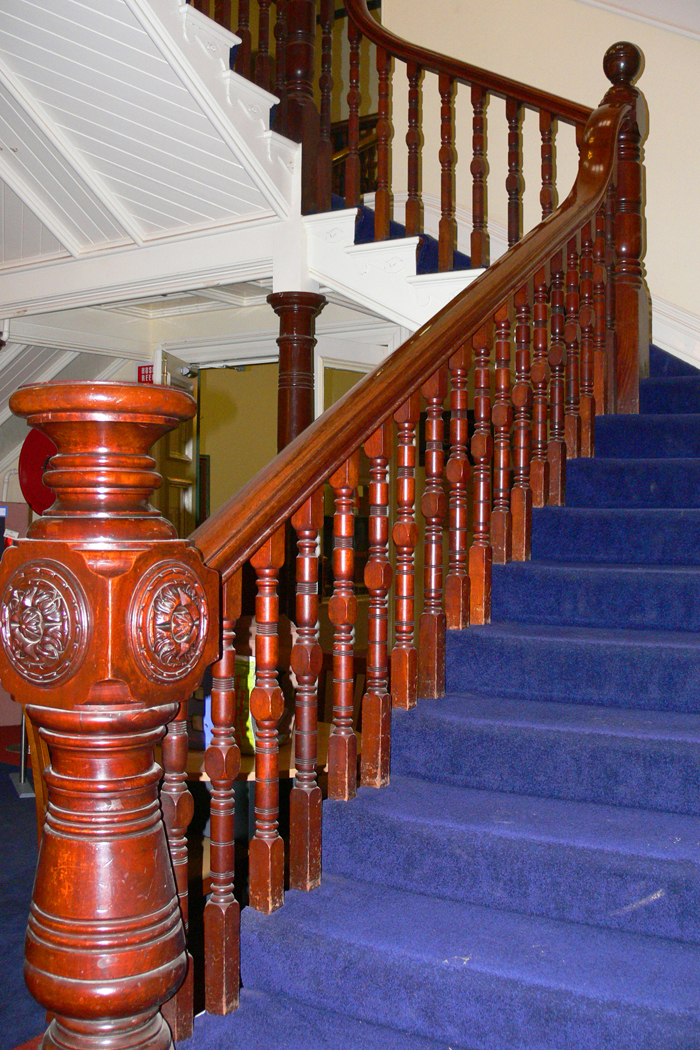 13_019_the_blue_stairs